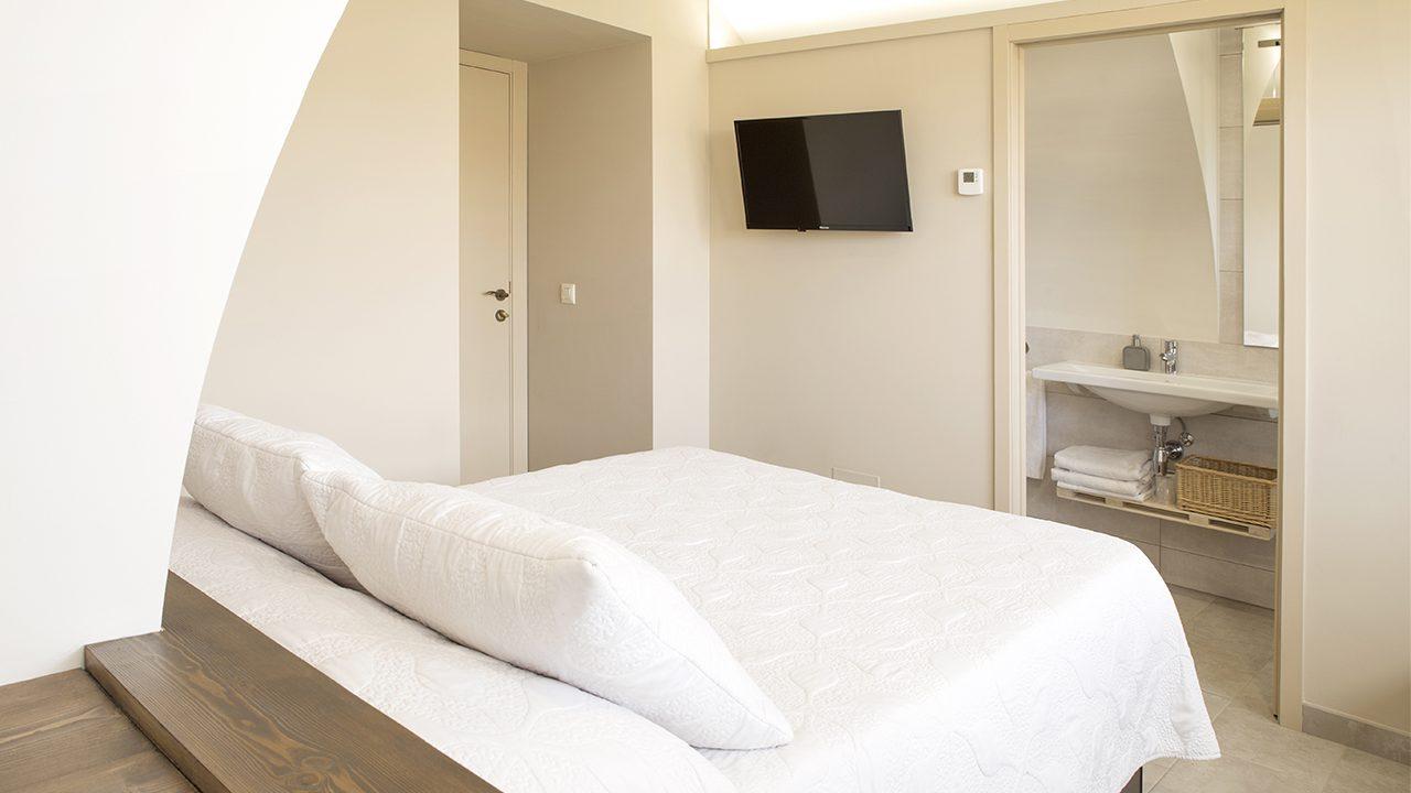 3-llit-matrimoni-noguer-habitacio-santa-pau